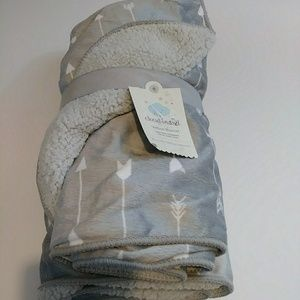 NWT Cloud Island Velboa Gray White Arrows Baby